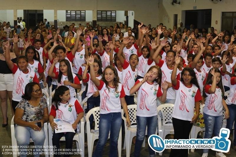 Proerd reuniu em Deodápolis diversos estudantes do 5º ano que receberam seus diplomas de conclusão do curso semestral