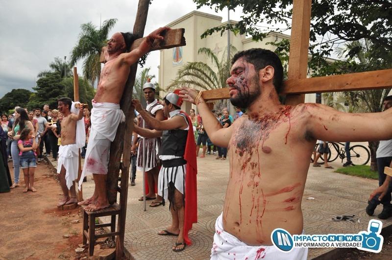 Celebração da Paixão do Senhor e encenação da 'Via Sacra' pelas ruas de Deodápolis