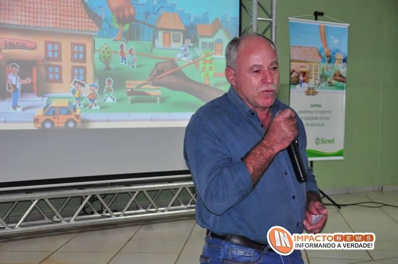 Reunião do Sicredi e associados e assinatura da parceria junto ao município no programa 'A união faz a vida'