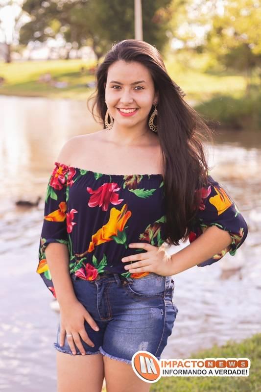 Veja aqui as fotos do ensaio e do aniversário de 15 anos da Brenda Layane que ocorreu em Dourados