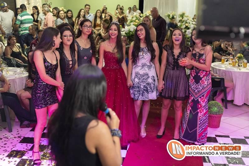 Veja aqui as fotos da festa de 15 anos da jovem Aline Medeiros realizada no Sindicato Rural