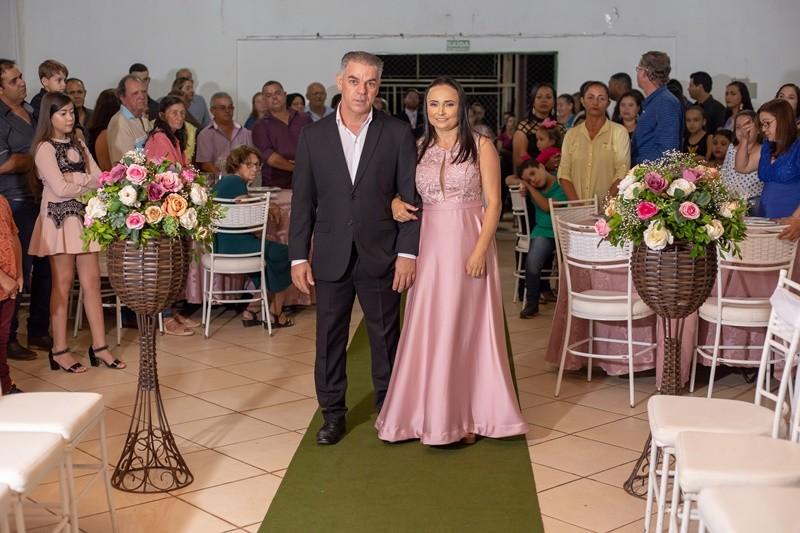 Veja aqui as fotos do casamento de Marta e Weslei realizado no salão da Associação dos Amigos de Presidente Castelo