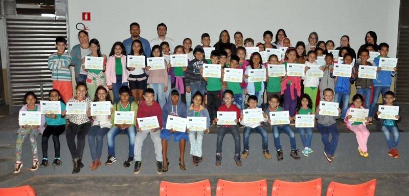 IVA realizou entrega de diplomas para estudantes que participaram de prova pesquisa de matemática na Polo