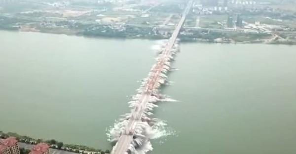 Curiosidade: Ponte de duas décadas na China é demolida em segundos