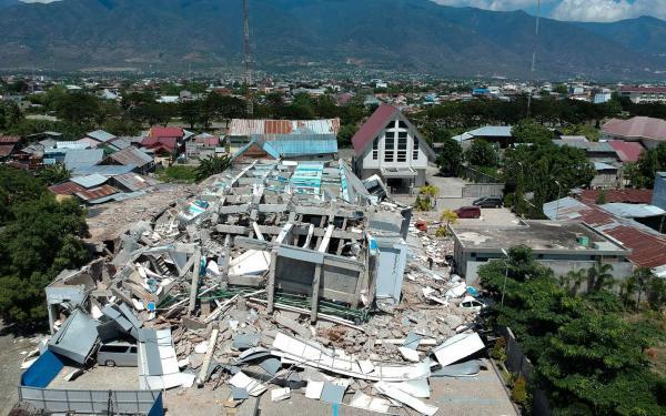 Passa de 800 o número de mortos na Indonésia devastada por terremoto e tsunami
