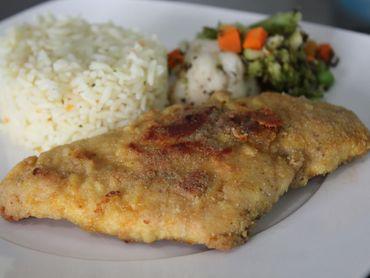 Saiba como preparar frango a milanesa sem precisar usar fritura com esta super receita