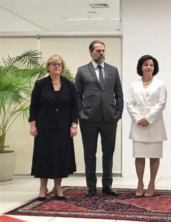 Rosa Weber, Dias Toffoli e Raquel Dodge acompanharam a cerimônia de verificação das urnas no TSE — Foto: Luiz Felipe Barbiéri/G1