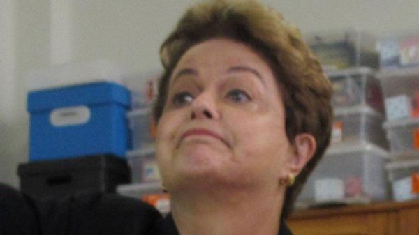 Candidata ao Senado, a ex-presidente Dilma Rousseff votou na escola na Escola Santa Marcelina, em BH Foto: Amanda Oliveira