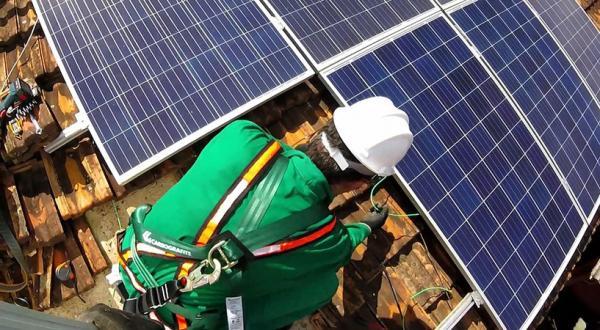 Curso capacita para instalação de sistemas de energia fotovoltaica em 5 cidades