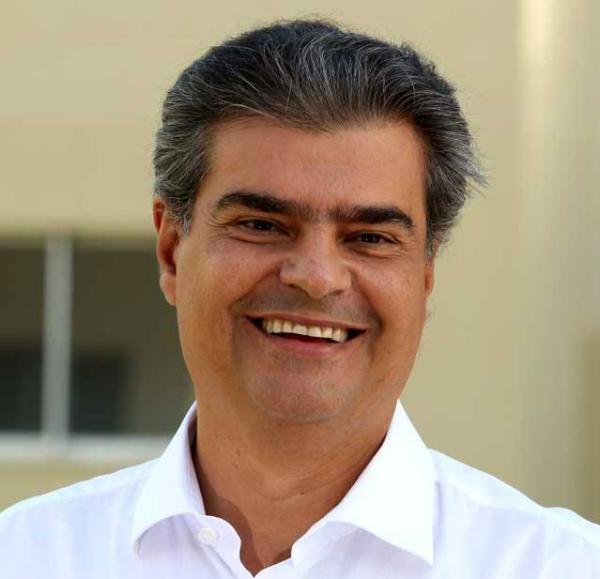 Eleito senador, Nelsinho promete abrir mão de auxílio moradia e mantém apoio a Reinaldo