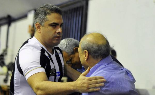 """Após reunião, Peres e Rollo sinalizam """"trégua"""" no Santos"""