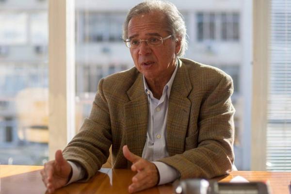 Procuradoria investiga guru de Bolsonaro sob suspeita de fraude