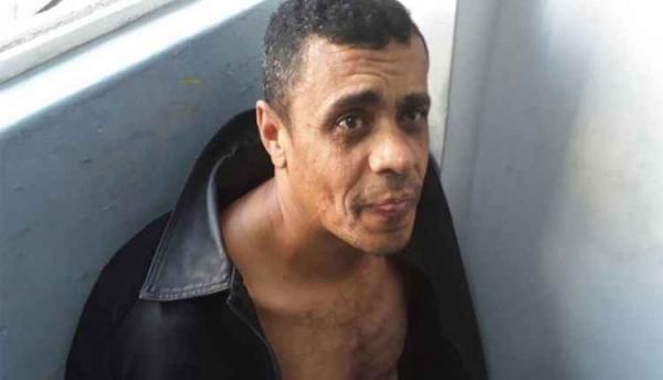 PF confirmou que o homem suspeito de ter esfaqueado o candidato Jair Bolsonaro, Adélio Bispo de Oliveira, de 40 anos, foi detido por populares e seguranças e conduzido por policiais federais para a Delegacia da Polícia Federal em Juiz de Fora.