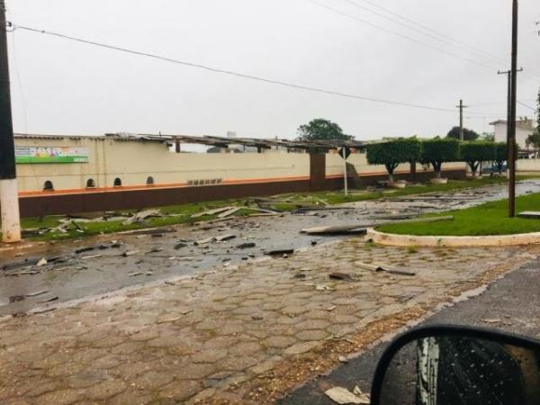 Vendaval causa estragos no interior e Inmet alerta para tempestade