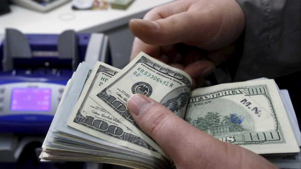 Dólar fecha acima de R$ 3,70 e Bolsa cai 2%