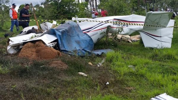 Aeronave caiu em Patos de Minas neste domingo (4) — Foto: Paulo Barbosa/G1