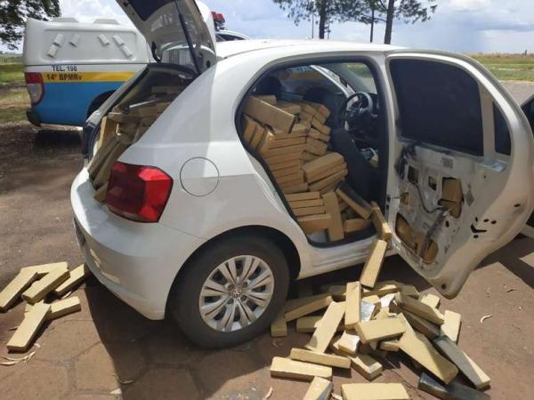Polícia apreende 820 quilos de maconha em veículo roubado