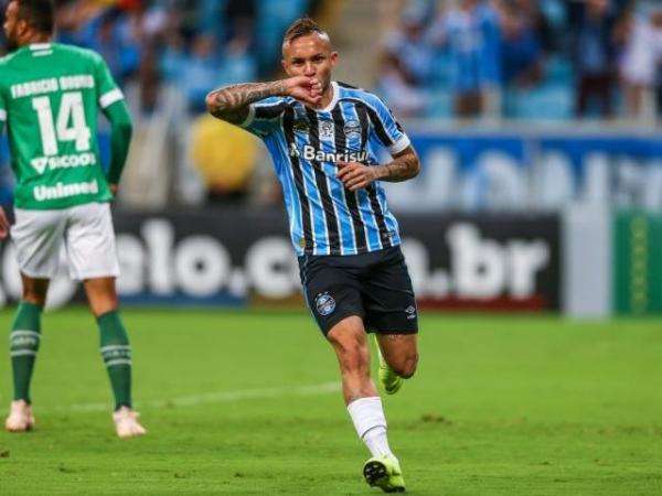 Grêmio vence por 2 a 0 e complica Chape na briga contra rebaixamento