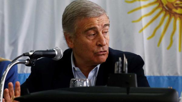Resgatar submarino seria 'disparate', diz ministro argentino