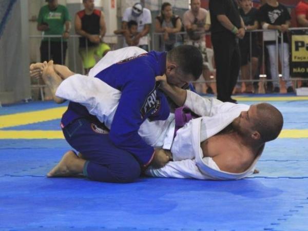 Troféu Brasil se torna prévia para Sul-Americano de jiu-jitsu na Capital