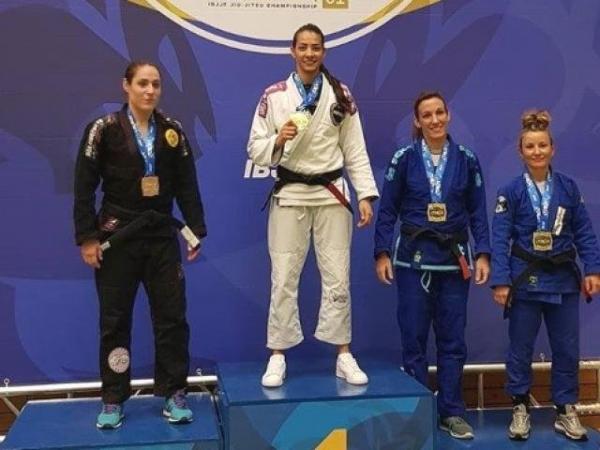 Lutadora de Corumbá é ouro no Open de jiu-jitsu na Alemanha