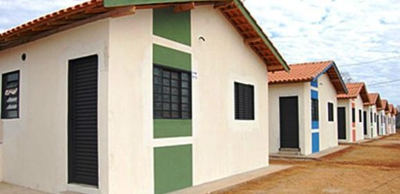 Equipe da AGEHAB realizou ação nos bairros de casas populares em Deodápolis