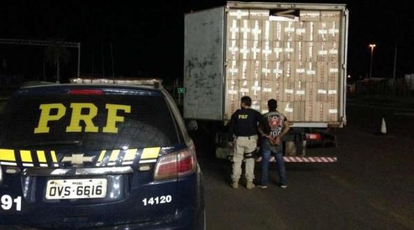 Caminhão adulterado é apreendido com 250 mil maços de cigarros