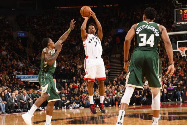 Em duelo direto, Bucks vencem os Raptors e encostam no topo da NBA
