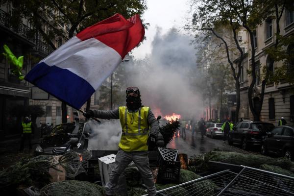 'Vamos pra rua porque estamos de saco cheio', diz francês sobre a revolta dos coletes amarelos