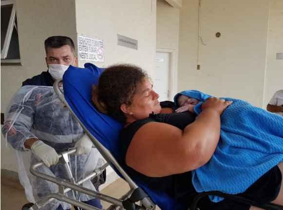 Em trabalho de parto, mulher dá à luz dentro de ambulância do SAMU em MS