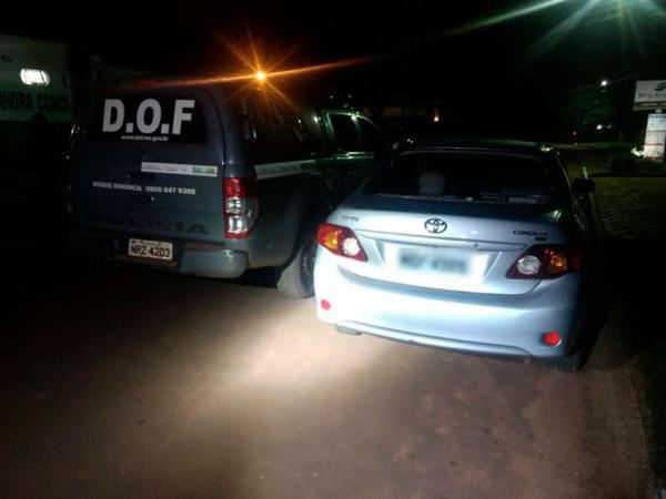 Veículo roubado no Paraná é recuperado após tiroteio na fronteira