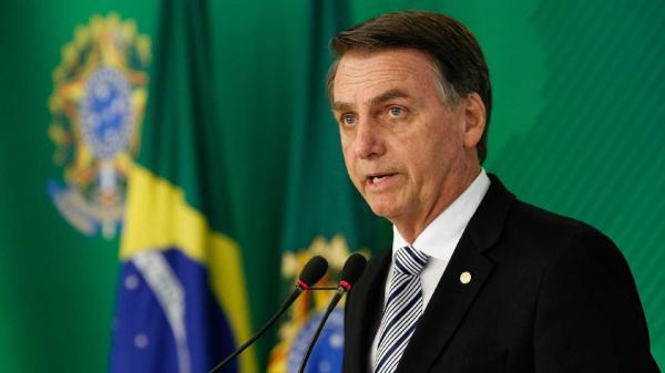 Bolsonaro promete melhorar a educação combatendo o 'lixo marxista'