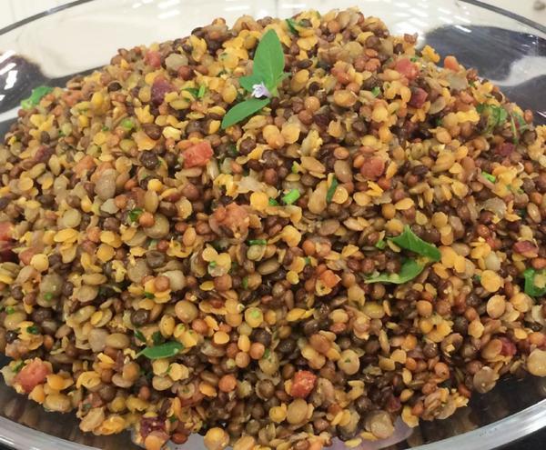 Salada de Lentilha leva vários tipos do grão na receita — Foto: Dani Meira/TV Globo