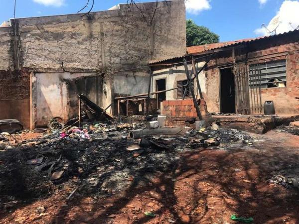 Incêndio em casa foi causado propositalmente por um homem que invadiu o local, segundo proprietário. - Crédito: Flávio Dias/G1MS
