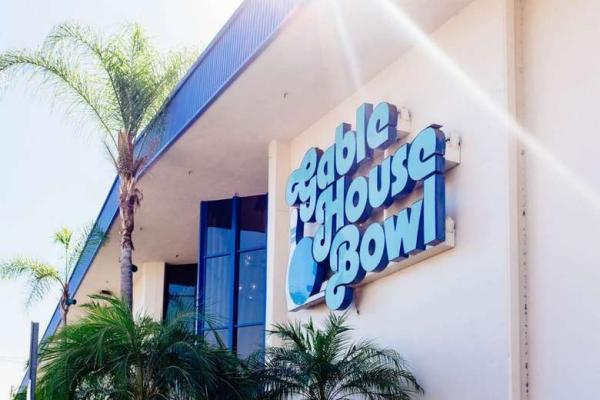 Tiroteio deixa várias vítimas no Gable House Bowl, em Torrance, na Califórnia - Crédito: Divulgação