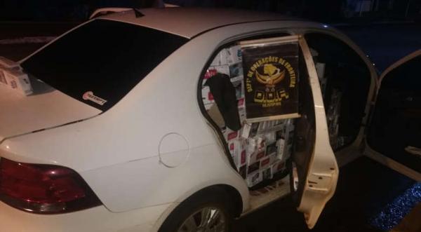 Polícia apreende veículo carregado com dois mil pacotes de cigarros