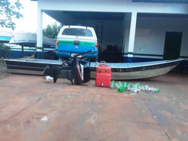 Polícia conseguiu apreender a embarcação - Crédito: Divulgação