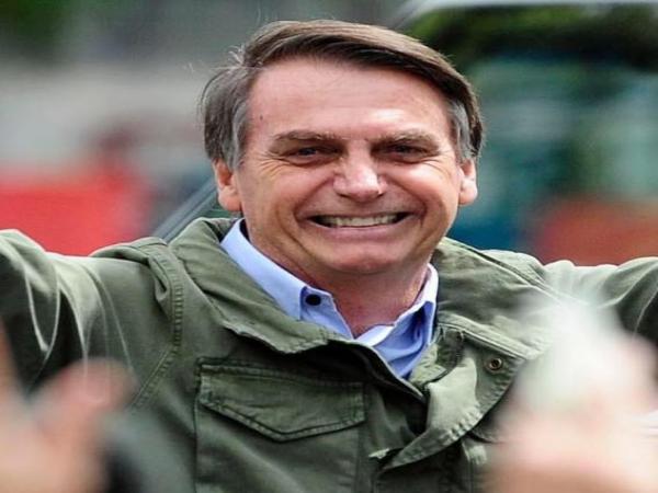 Cirurgia de Bolsonaro para retirada de bolsa de colostomia termina após quase 9 horas