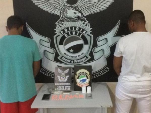 Irmãos planejavam lucrar mais de R$ 3,9 mil com a venda de drogas sintéticas em festas. - Crédito: (Divulgação/Denar)