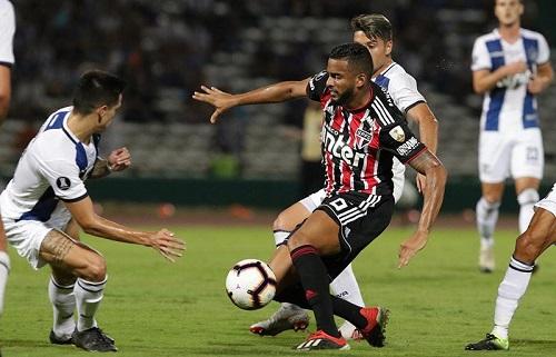 Reinaldo em ação na partida de ida contra o Talleres-ARG - Crédito: Divulgação/CBF