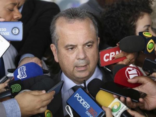 Governo Bolsonaro define aposentadoria aos 65 anos para homens e 62 para mulheres