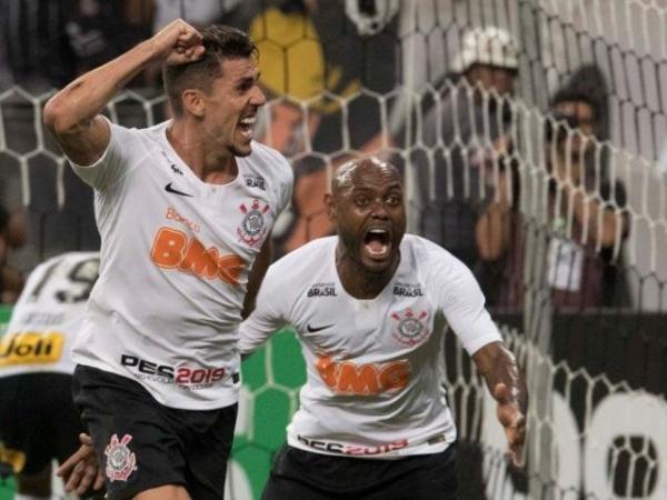 De virada, Corinthians goleia o Avenida em 4 a 2