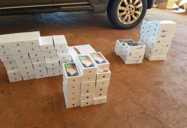 Escrivão da Polícia Civil é preso com mais de 100 iPhones contrabandeados