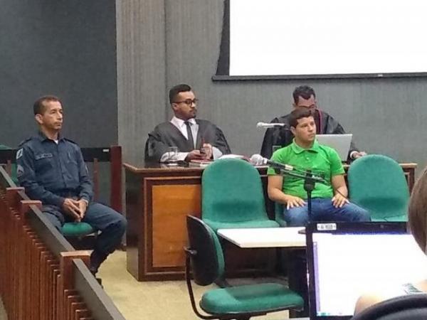 Felipe jurante julgamento nesta manhã (Foto: Mirian Machado)