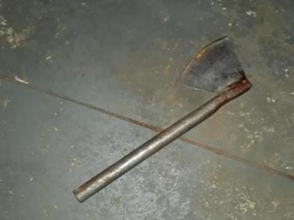 Mulher é morta pelo marido com golpes de machadinha na frente do filho