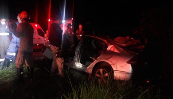 Acidente entre carro e caminhão deixa duas pessoas mortas e uma em estado grave próximo a Sidrolândia