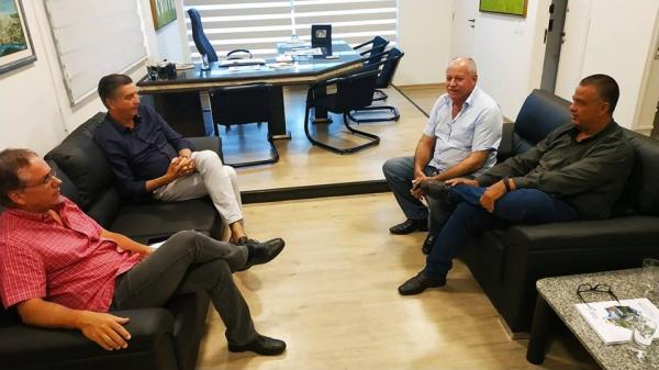 Reunião no gabinete de Dagoberto Nogueira em Campo Grande
