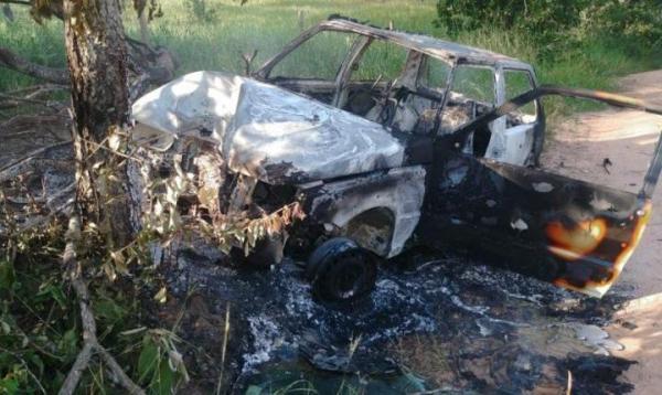 Idoso morre após esposa perder controle, atingir árvore e carro pegar fogo em MS