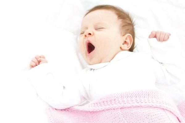 Os bebês precisam de um bom sono para se desenvolver (Foto: iS/iStock)