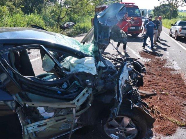 Acidente ocorreu nesta manhã na BR-262 - Crédito: Henrique Kawaminami/Campo Grande News (adsbygoogle = window.adsbygoogle || []).push({}); SAIBA MAIS BR-262 Colisão entre veículos deixa dois mortos em rodovia